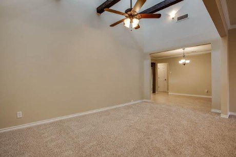 10001 Woodlake Family Room
