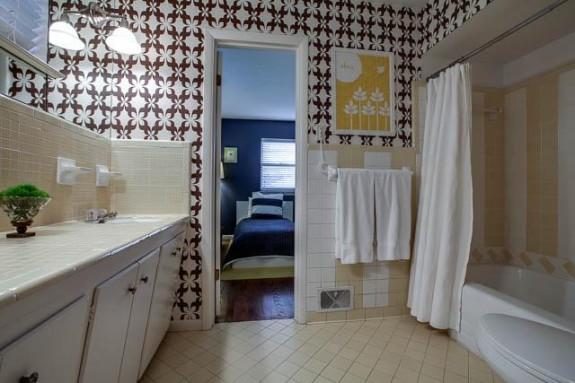 10421 Silverock Guest Bath