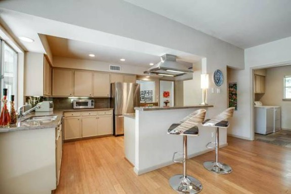 10564 Cox Kitchen