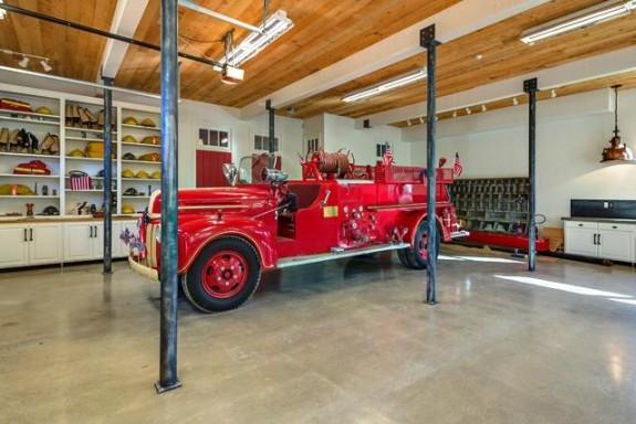 12780 Hilltop Garage