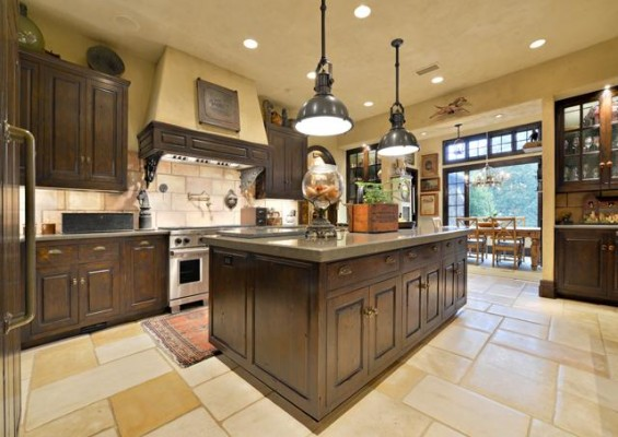 12780 Hilltop Kitchen
