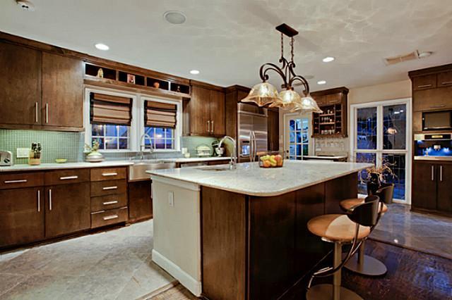 1310 W Canterbury Kitchen