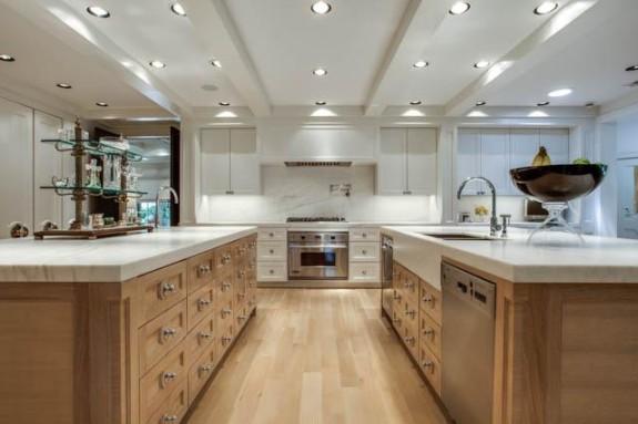 14225 Hughes kitchen 2