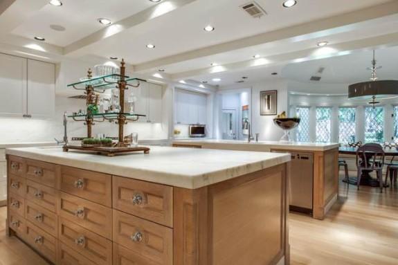 14225 Hughes kitchen 3