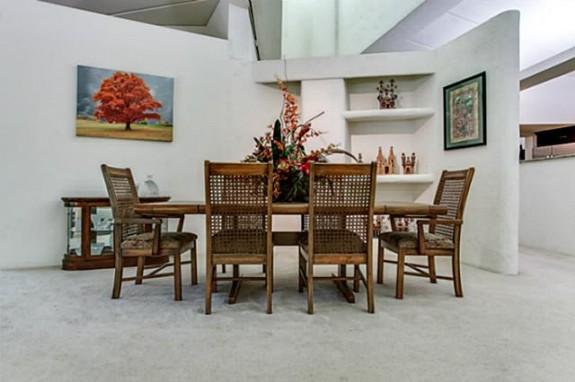 2001 N. Buckner Dining