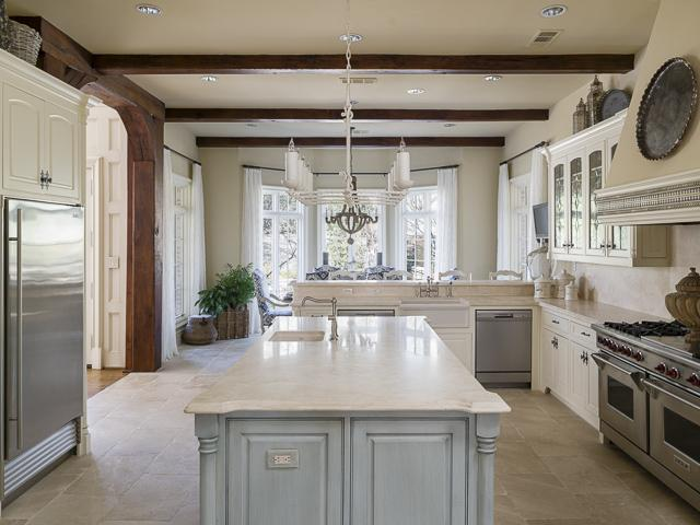 4923 Deloache kitchen1