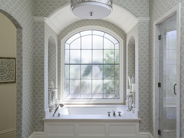 4923 deloache bathtub room