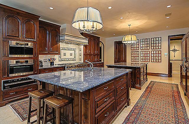 3800 Beverly kitchen