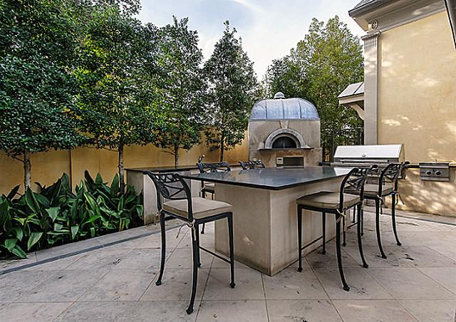 3800 Beverly pizza oven
