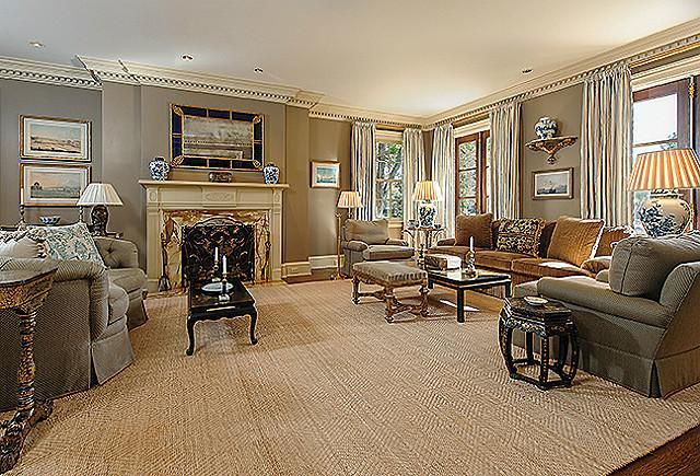 3800 beverly Living room
