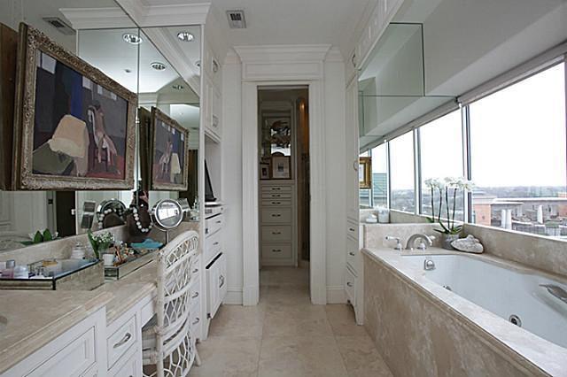 4242 Lomo Alto Bath
