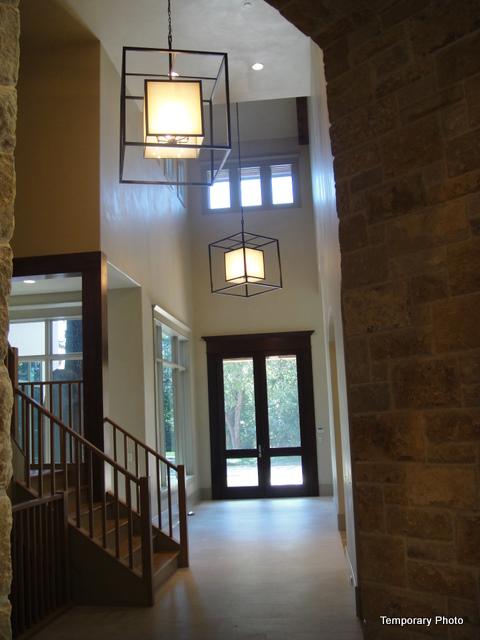 5233 Stonegate foyer