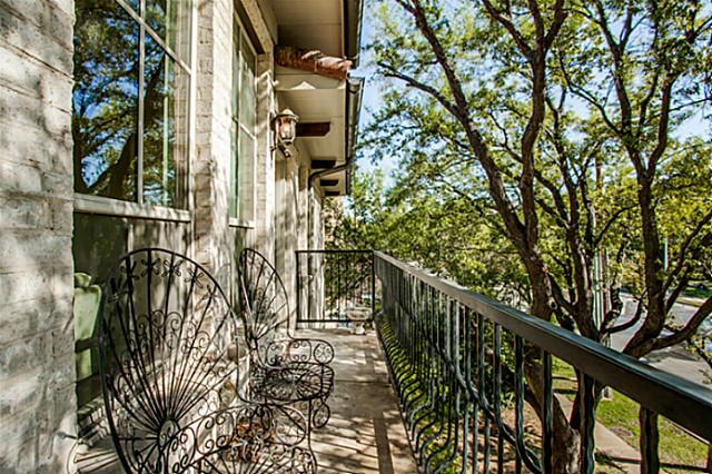 5801 Hillcrest Balcony