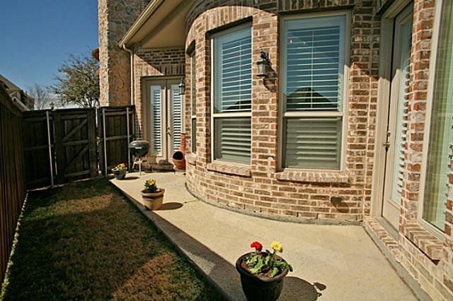 8325 Lindsay Side patio