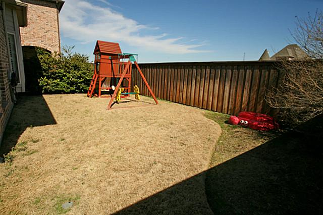 8325 Lindsay backyard
