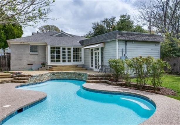8507 Briarwood backyard