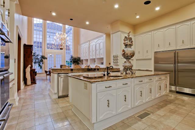 8915 Douglas kitchen 2