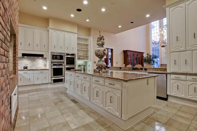 8915 Douglas kitchen
