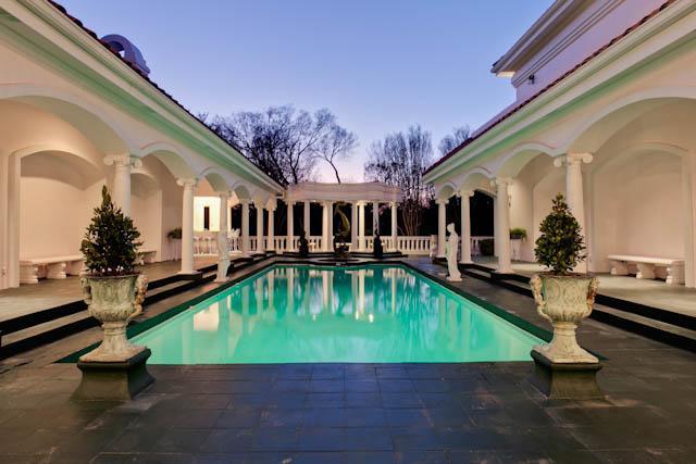 8915 Douglas pool