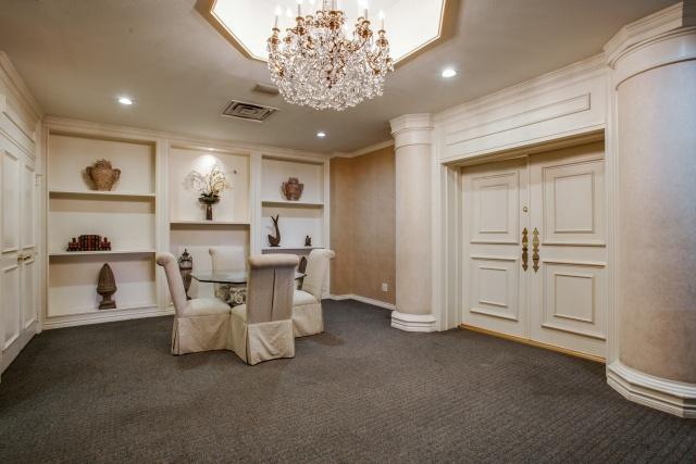 The Bonadventure card room