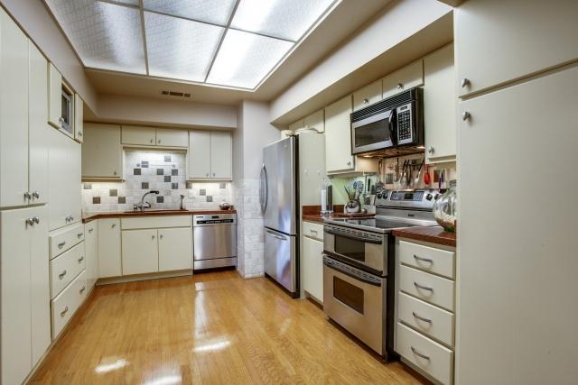 The Bonadventure kitchen 2