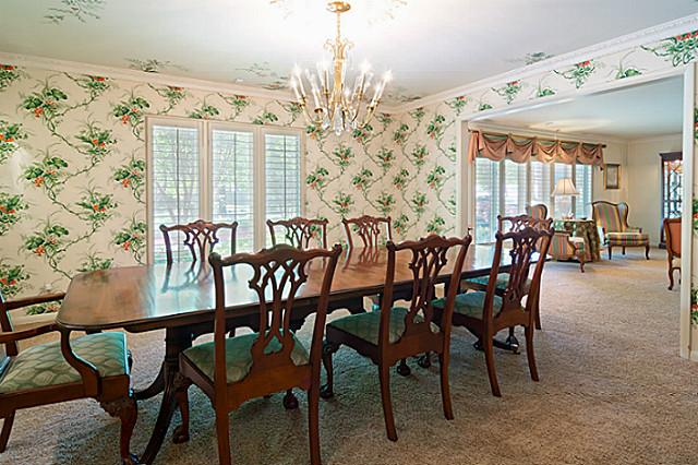 11757 Hill Haven dining