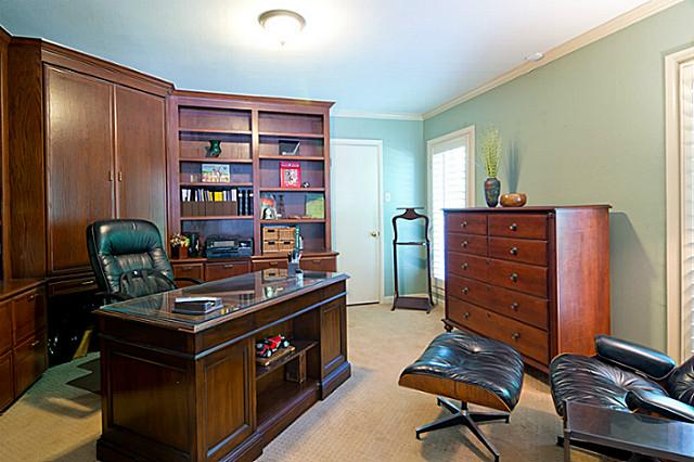 11757 Hill Haven master office