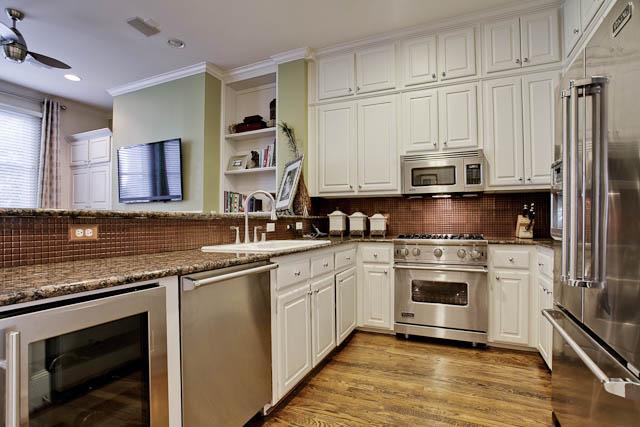 2805 Thomas Kitchen
