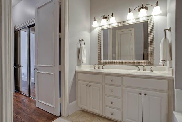 2805 Thomas Master Bath Vanity