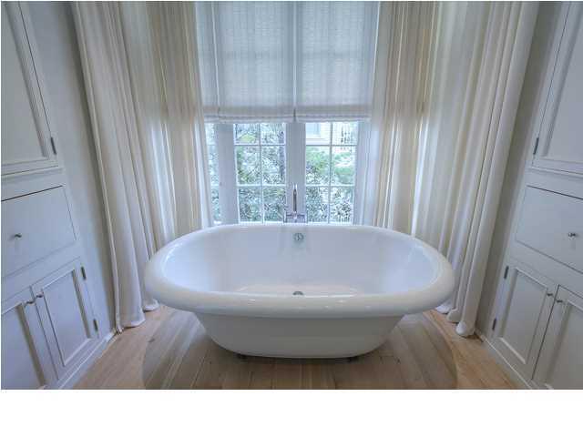 401 Western Lake Drive Santa Rosa bathtub