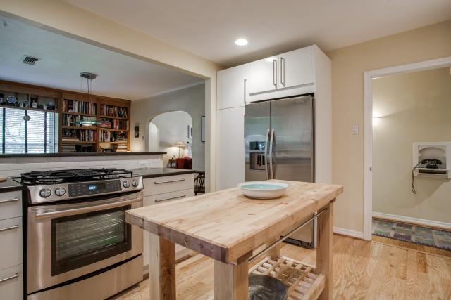 6118 Ellsworth Kitchen 2