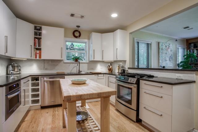 6118 Ellsworth Kitchen