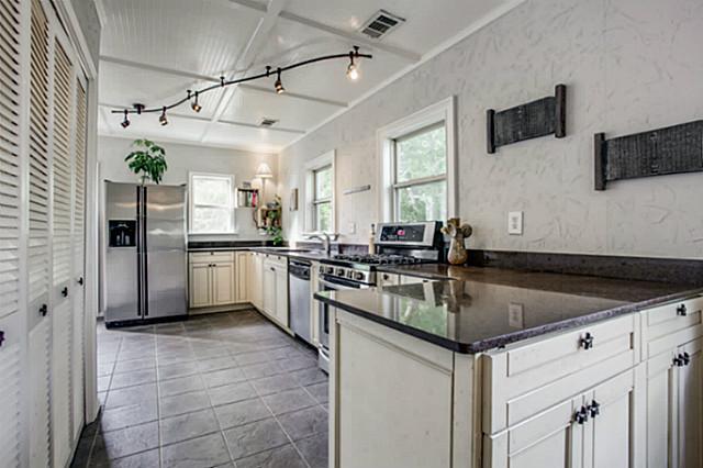 6819 Santa Fe Kitchen