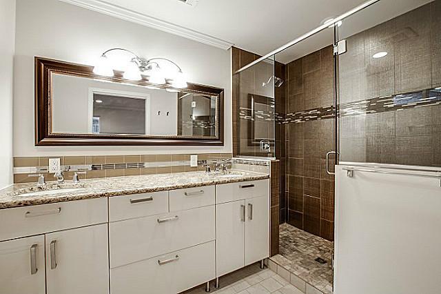 9046 Guildhall Master Bath
