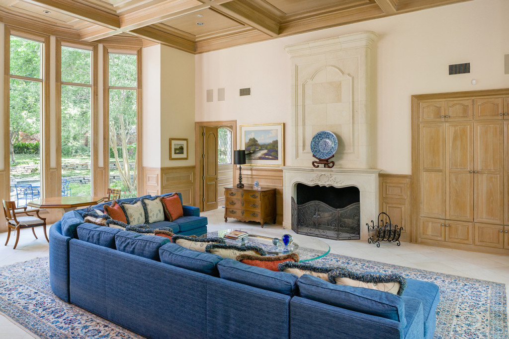 9250 Meadowbrook family room