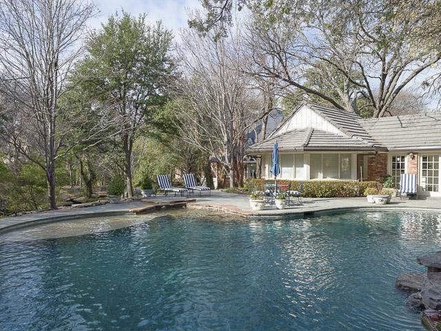 9250 Meadowbrook pool