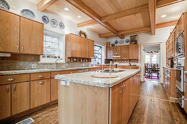 3441 University kitchen2