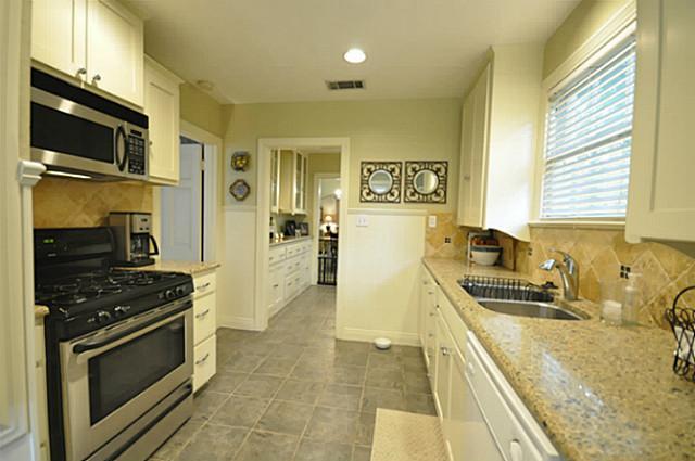 4242 Camden Kitchen