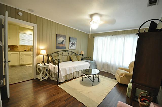 4242 Camden Second Bed:Living