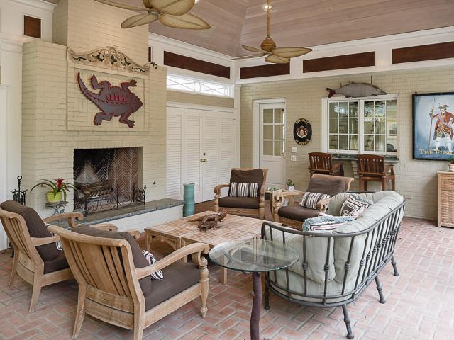 4412 Belclaire carriage house