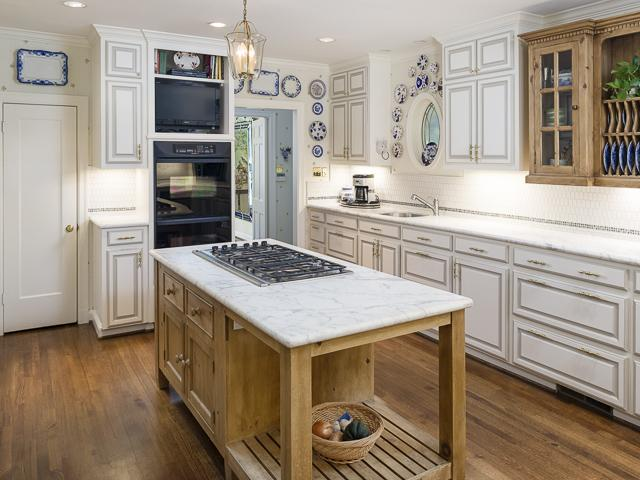4412 Belclaire kitchen 2