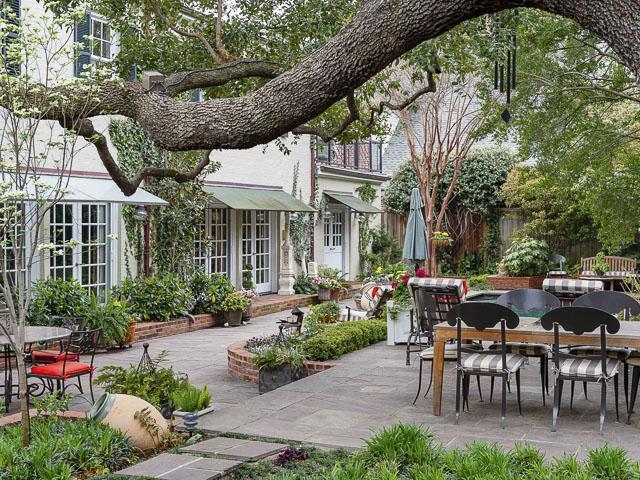 4412 Belclaire porch back