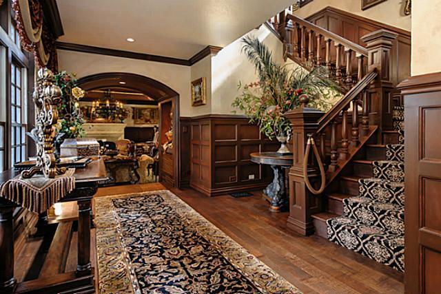 4707 Chapel Hill foyer