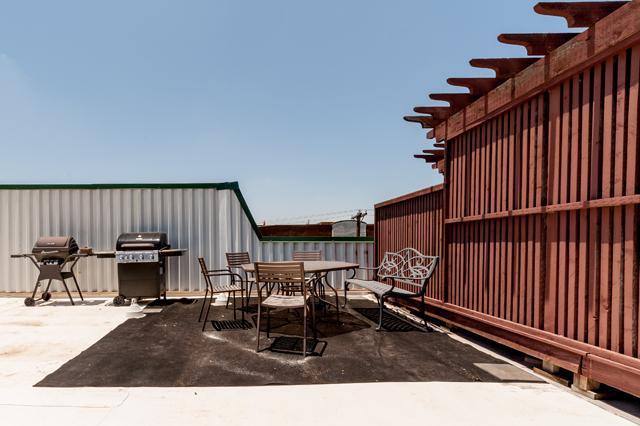 5702 Hudson Deck