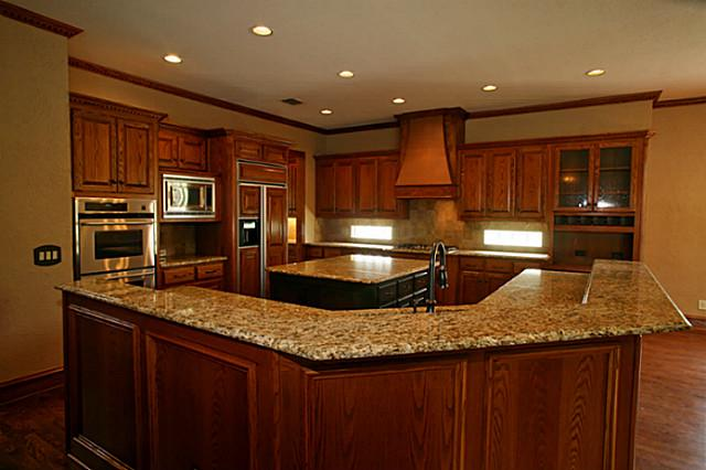 621 Shoreview Kitchen 2
