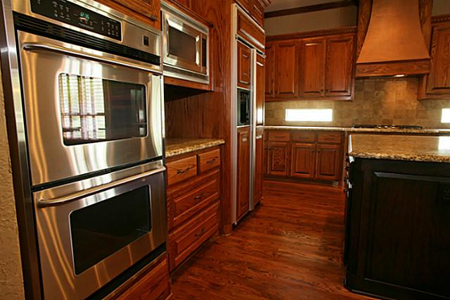 621 Shoreview Kitchen