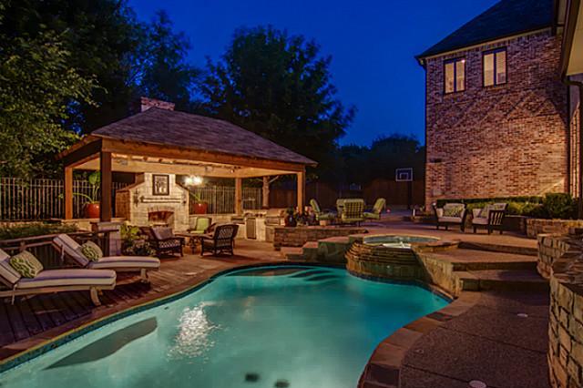 732 Lexington Pool