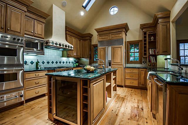8200 Forest Hills Kitchen