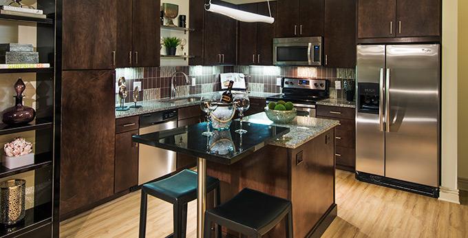 Addison_Texas_Apartments_Fiori_KIT_680x346_LP_1