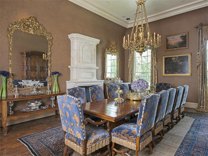 10777 Strait Lane dining room blue